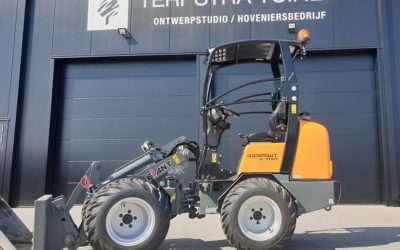 Giant D332SWT X-tra wiellader voor Terpstra Tuinen