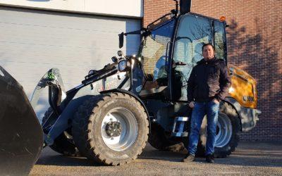 Giant G5000 X-tra kniklader voor Molenaar Bestratingen & Machine verhuur
