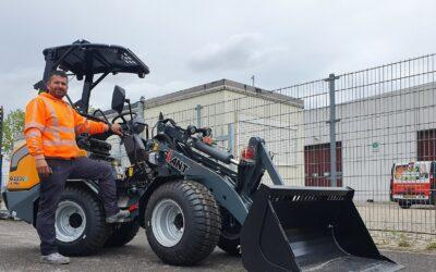 Tweede 100% Elektrische Giant G2200E X-tra voor Aslan Bestratingen